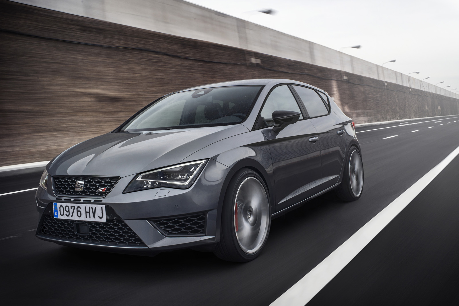 new-photos-and-videos-show-280-hp-seat-leon-cupra-in-detail_12